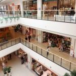 広いファミリー層に受けるショッピングモール。現代の役割は?