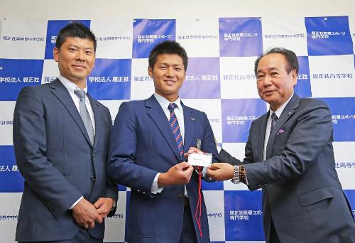 寺島成輝投手(ドラフト1位)